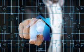 Digitaler Bauantrag Finger auf Bildschirm Haus
