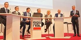 Diskussionsrunde zum Thema Digitale Arbeitswelten, analoge Nutzer