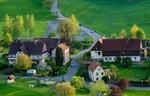 Dorf Idylle Grüne Wiese