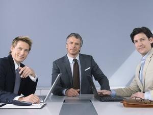 Anzüge eines Rechtsanwalts sind keine typische Berufskleidung