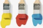 Drei Pinsel mit Farben