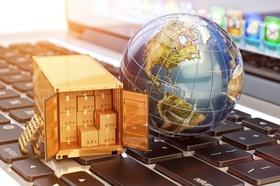 E-Commerce Weltkugel Paletten Pakete Logistik Fracht