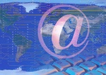 E-Mail Tastatur vor Weltkarte