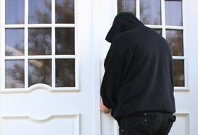 Einbrecher an Türe