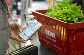 Einkaufskorb und Smartphone