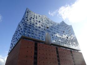 Elbphilharmonie blauer Himmel Hamburg