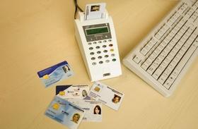 Elektronische Gesundheitskarten mit Kartenlesegerät