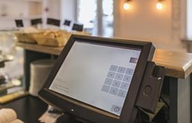 Elektronische Kasse mit Touchscreen in Bäckerei