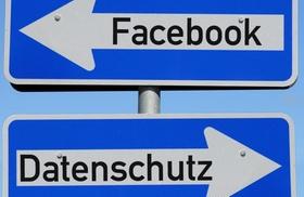 Entgegengesetzte Einbahnstraßenschilder Facebook und Datenschutz