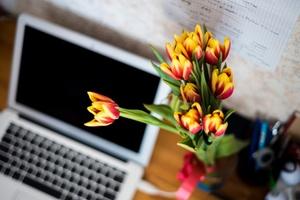 Blumenstrauß-Schreibtisch