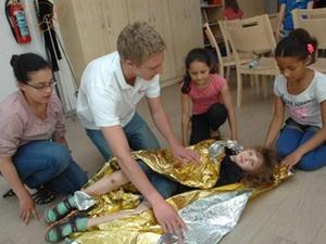 Neusser Bauverein AG: Wohnungsunternehmen Erste-Hilfe-Kurs Kinder