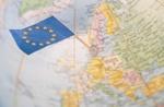 EU-Flagge auf Weltkarte
