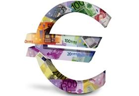 Euro-Zeichen aus Euroscheinen
