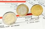 Euromünzen auf Kontoauszug mit Habensaldo