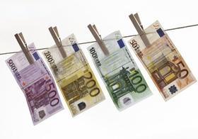 Euroscheine an Waescheleine