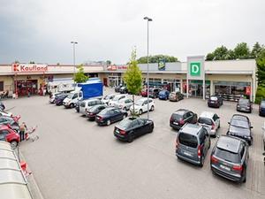 Transaktion: Internos investiert in Fachmarktzentrum in Moosbach