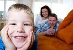 Familie lächelndes Kind