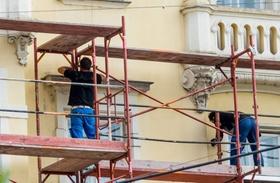 Fassadenarbeiten auf Gerüst