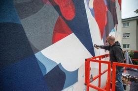 Fassadenkünstler Satone bei der Arbeit