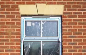 Fenster noch nicht fertig eingebaut