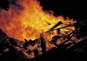 Feuer groß