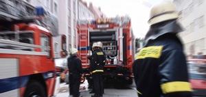 Pkw kollidiert mit Feuerwehrfahrzeug im Einsatz – wer haftet?