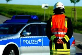 feuerwehrmann und Polizeiauto_pixabay