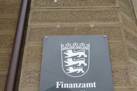 Finanzamt Schild