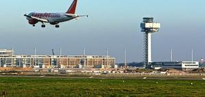 Pflicht Flugreisender bei zu langer Warteschlange beim Einchecken