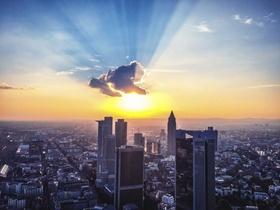 Frankfurt am Main dunkle Wolke Skyline