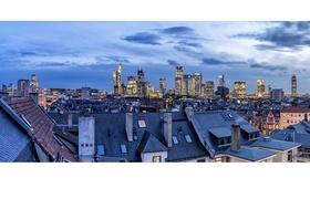 Frankfurt Skyline mit Wohnhäusern