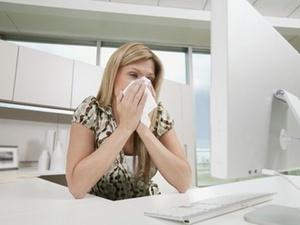 Knigge am Arbeitsplatz: Schweißgeruch des Kollegen