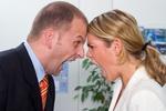 Frau & Mann schreien sich an, Büro