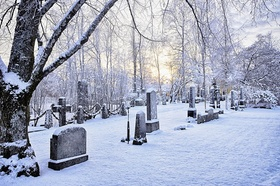 Friedhof bei Schnee