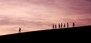 Führung im digitalen Arbeitsumfeld. Vertrauen oder Kontrolle