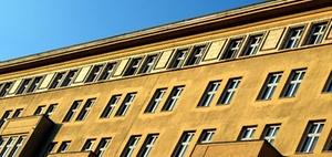 Land Berlin kauft drei Wohnblöcke in der Karl-Marx-Allee