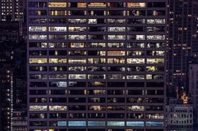 Gebäudefassade Büros beleuchtet