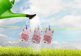 fünfhundert Euroscheine an Wäscheleine
