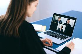 Geschäftsfrauen in einer Videokonferenz