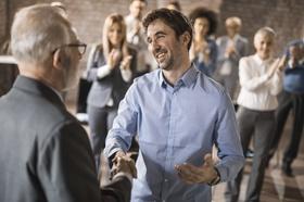 Geschäftspartner, Vortrag, Händeschütteln