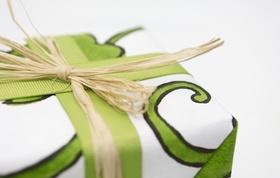 Geschenk mit Schleife Nahaufnahme