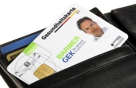 Gesundheitskarte im Portemonnaie