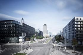 Große Straßenkreuzung in Frankfurt