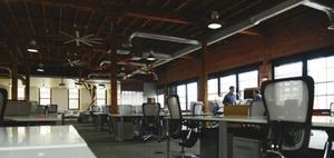 Rückkehr ins Büro: Arbeitsrechtliche Fragen zum Arbeitsplatz