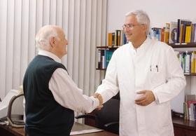 Händeschütteln Arzt und Patient