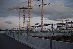 Hamburg Hafencity Kräne Bauzaun Schiff Möwe