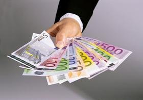 Hand-mit-Geld