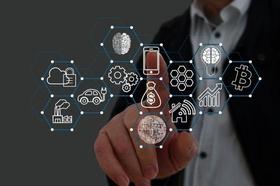 Hand mit Smart Home Technologie Screen