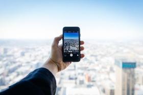 Hand Smartphone Stadt Städtebau Stadtentwicklung