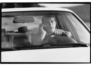 Häufige Handy-Nutzung beim Autofahren - Führerschein ade